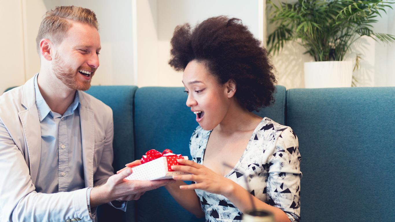 Hirnforschung: Großzügigkeit führt zu Glücksgefühlen