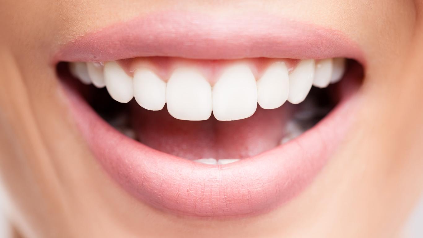 Frauen und Männer: Weiße Flecken und Wunden im Mund