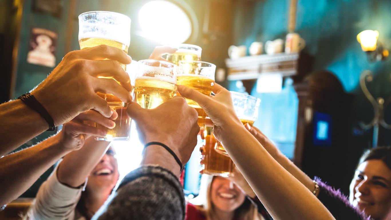 Zu viel Alkohol schadet den Knochen