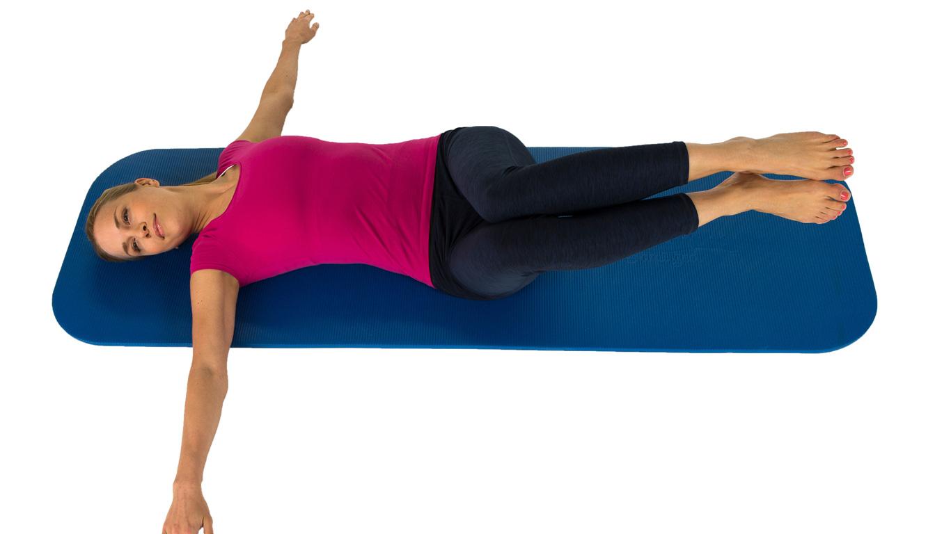 Übung 6: Das Krokodil (stabilisiert den Brustkorb und entspannt den unteren Rücken)
